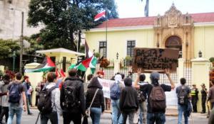 Manifestación de izquierdistas pro palestinos frente a Cancillería año 2012 (Tomado de Google)
